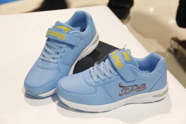 女式运动鞋图片-zol素材下载